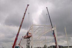 mocowanie konstrukcji stalowej dachu - hala produkcyjna z budynkiem biurowym, dla Adams, Mrągowo