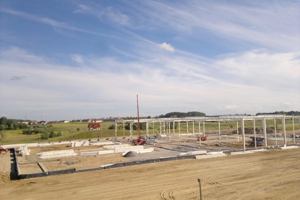 konstrukcja stalowa widziana z dystansu - hala produkcyjna z budynkiem biurowym, dla Adams, Mrągowo