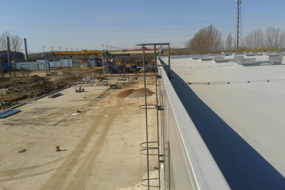 widok z góry na teren inwestycji - hala produkcyjna z częścią biurową, dla Arsanit, Konin, woj. wielkopolskie