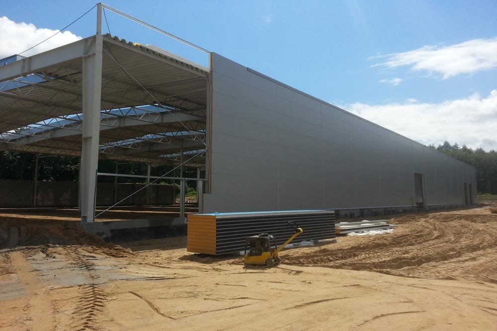 montaż paneli elewacyjnych - hala produkcyjno-magazynowa z budynkiem biurowym, dla Jota Group, Ostróda