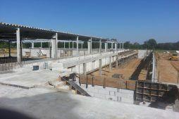 widok ogólny na budowę - hala produkcyjno-magazynowa z budynkiem biurowym, dla Jota Group, Ostróda, warmińsko-mazurskie