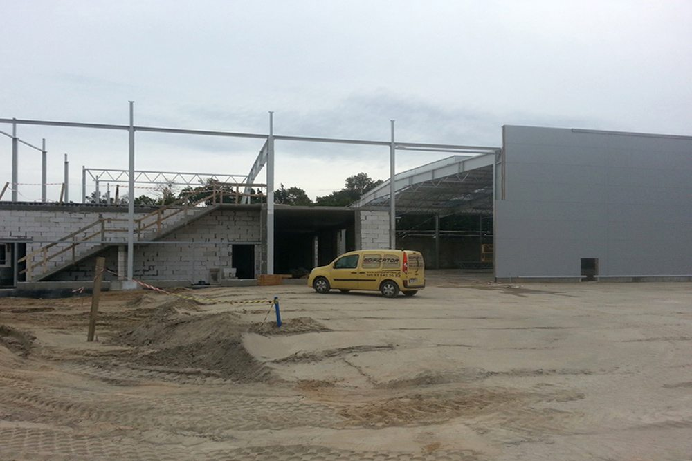 wznoszenie budynku biurowego 2 - hala produkcyjno-magazynowa z budynkiem biurowym, dla Jota Group, Ostróda