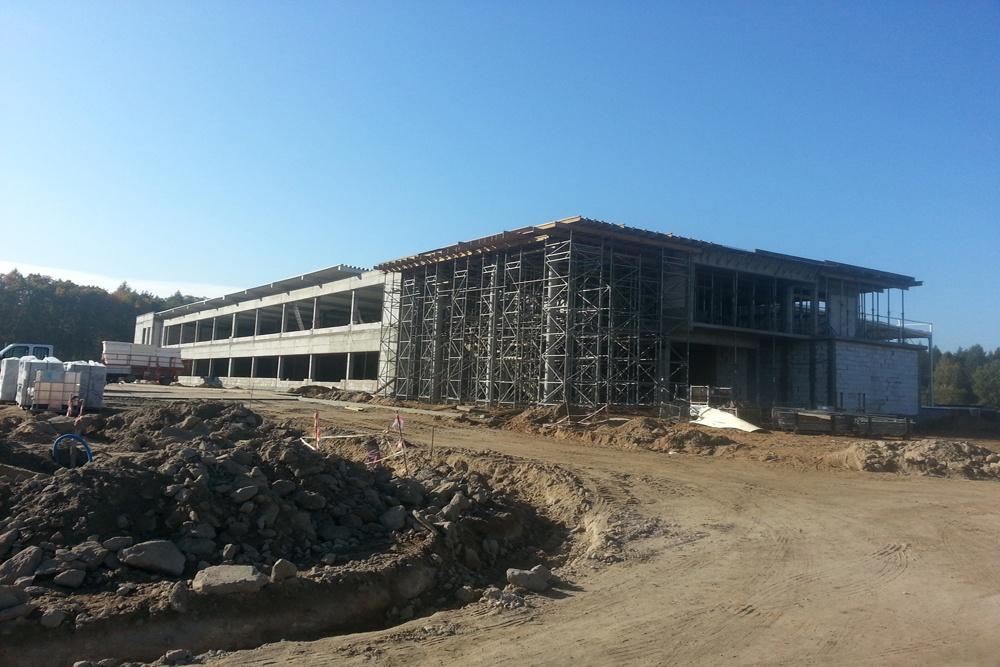 widok ogólny na budowę 2 - hala produkcyjno-magazynowa z budynkiem biurowym, dla Jota Group, Ostróda, warmińsko-mazurskie