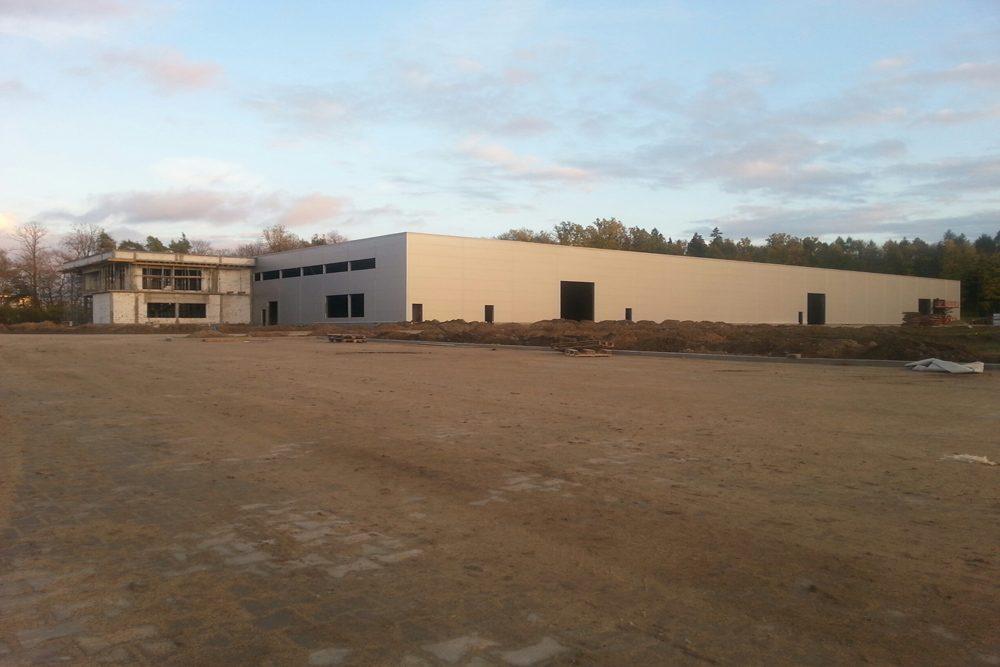 widok ogólny na budowę 3 - hala produkcyjno-magazynowa z budynkiem biurowym, dla Jota Group, Ostróda, warmińsko-mazurskie
