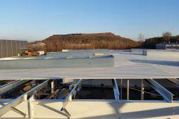 obudowa dachu z blach trapezowych - hala magazynowa, Firma MIRA-LUX, Klaudyn