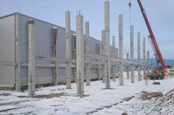 wznoszenie prefabrykowanej konstrukcji - hala magazynowa z budynkiem biurowym, dla Koesters & Meyer, Malanów