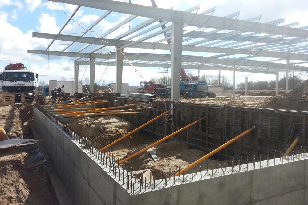 wykonanie ścian fundamentowych - hala produkcyjna, firma Van Den Block, Lublew Gdański