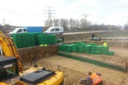 przygotowanie do montażu zbiorników rozsączających - hala produkcyjna, firma Van Den Block, Gdańsk