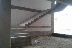 klatka schodowa w stanie surowym - hala magazynowa z budynkiem biurowym, dla Koesters & Meyer, Malanów