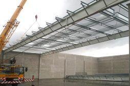 wznoszenie konstrukcji - hala produkcyjna z częścią socjalną, dla Auto-Hak, Słupsk, woj. pomorskie
