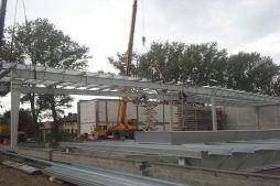 montaż konstrukcji stalowej - hala produkcyjna z częścią socjalną, dla Auto-Hak, Słupsk, woj. pomorskie