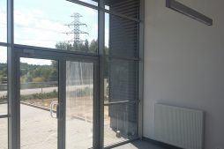 przeszklenie wejścia głównego - hala produkcyjna, firma Van Den Block, Lublew Gdański