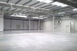 wnętrze budynku - hala produkcyjna, firma Van Den Block, Lublew Gdański, woj. pomorskie