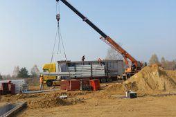 rozładunek materiałów budowlanych - hala warsztatowo-magazynowa, dla BB Investments, Łomna