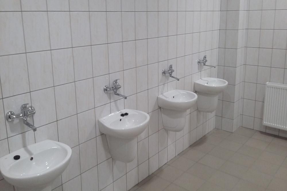 sanitariaty w części socjalno-biurowej -hala usługowo-magazynowa, dla Nafa, Łozienica