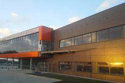 montaż paneli elewacyjnych 1 - hala produkcyjno-magazynowa z budynkiem biurowym, dla Lidermax, Łukowo, woj. mazowieckie