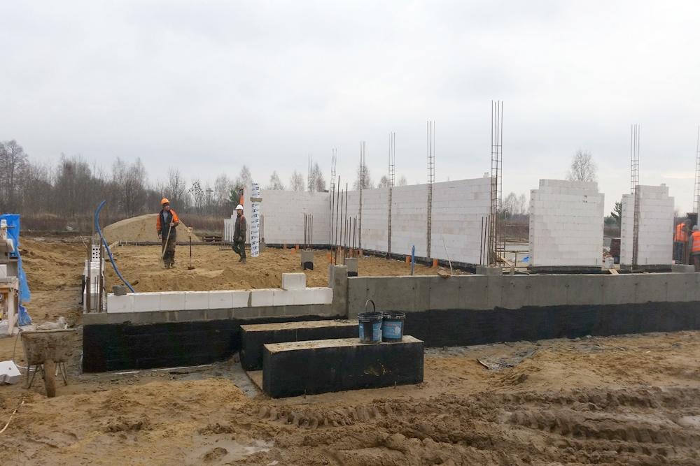 stawianie ścian konstrukcyjnych - budynek socjalno-biurowy, dla BB Investments, Łomna