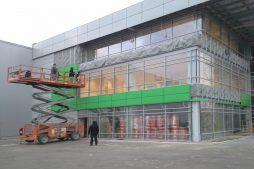 montaż paneli na elewacji bocznej - hala magazynowa z budynkiem biurowym, dla Koesters & Meyer, Malanów