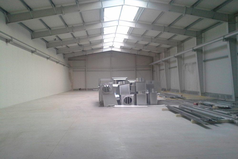 wnętrze obiektu - hala produkcyjna z częścią socjalno-biurową, dla Medos, Chełmno, woj. kujawsko-pomorskie