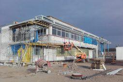 prace przygotowujące pod montaż paneli elewacyjnych - hala produkcyjna z budynkiem biurowym, dla LÜTTGENS, Nielbark