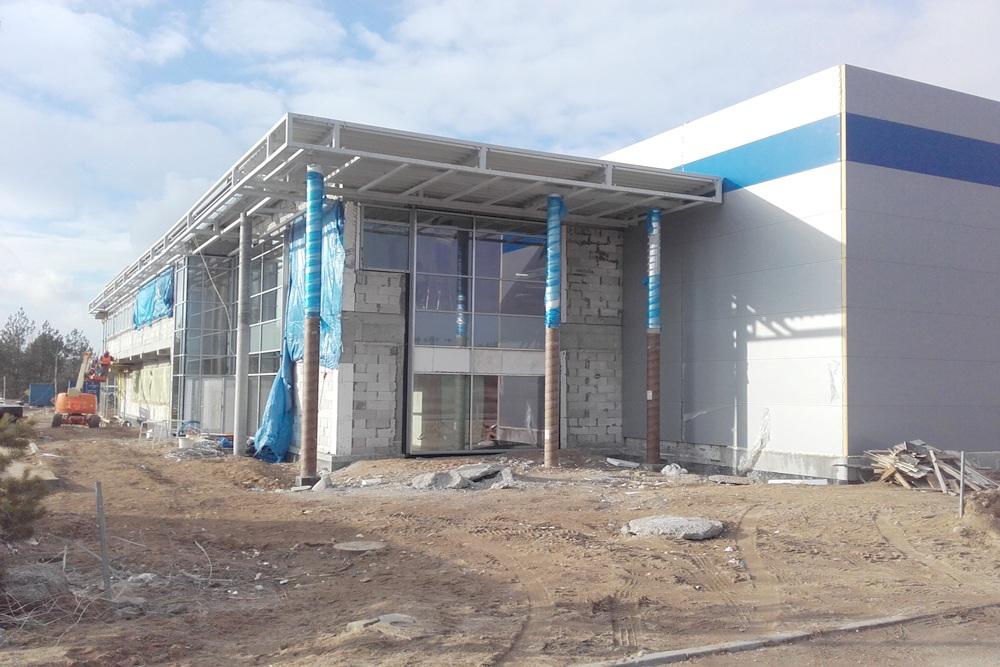 elewacja budynku biurowego podczas budowy - hala produkcyjna z budynkiem biurowym, dla LÜTTGENS, Nielbark