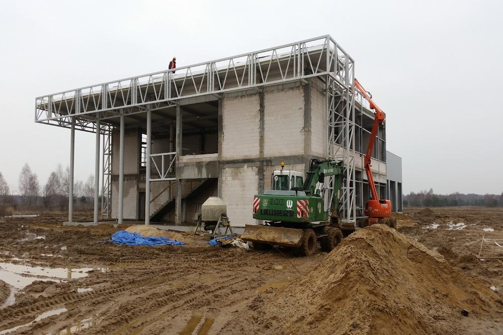 montaż elementów konstrukcyjnych - budynek socjalno-biurowy, dla BB Investments, Łomna