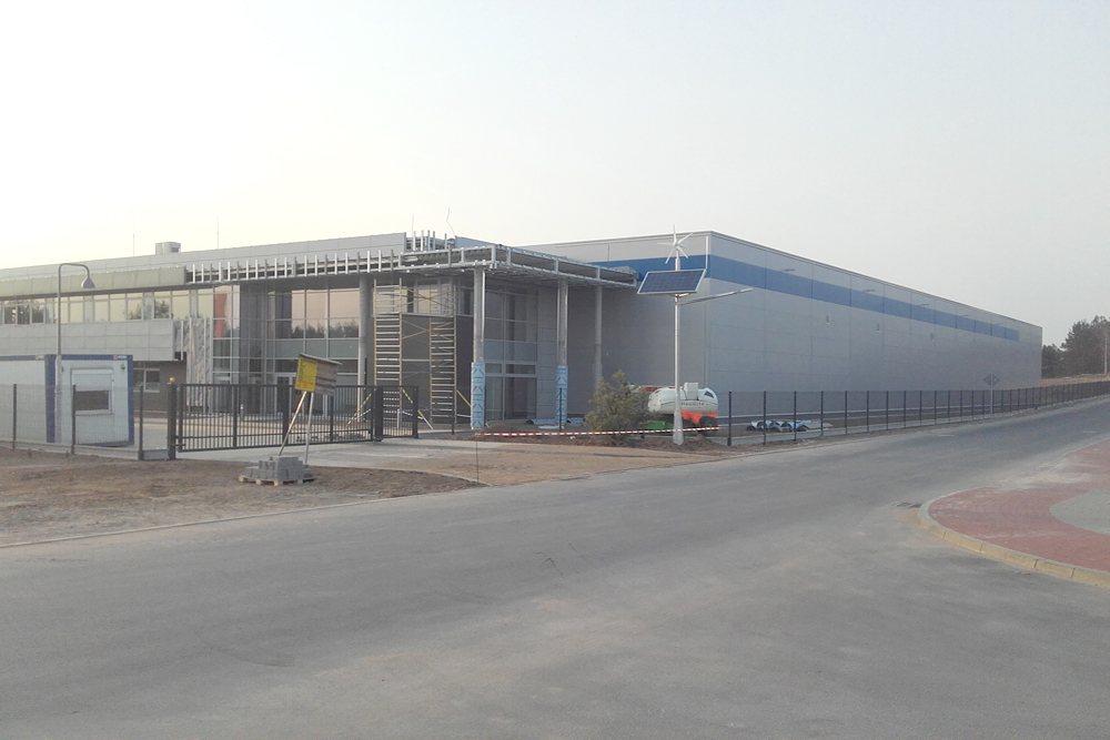 zdjęcie obiektu z oddali - hala produkcyjna z budynkiem biurowym, dla LÜTTGENS, Nielbark, woj. warmińsko-mazurskie