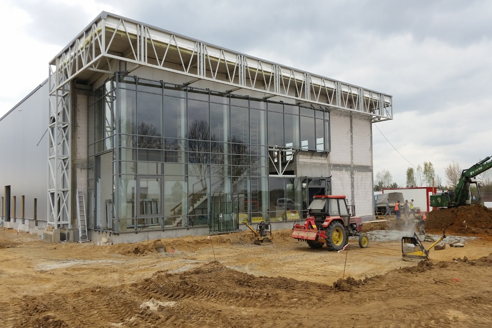 elewacja frontowa - budynek socjalno-biurowy, dla BB Investments, Łomna