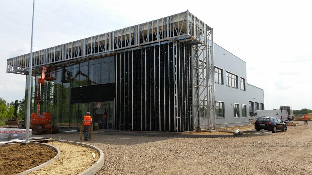 montaż paneli elewacyjnych - budynek socjalno-biurowy, dla BB Investments, Łomna, woj. mazowieckie