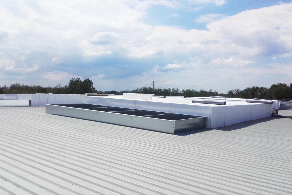 montaż izolacji dachu-hala magazynowa z częścią socjalno-biurową, Firma AMP Polska, budowa w Częstochowie