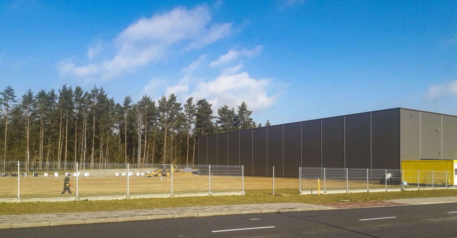teren budowy przy istniejacej hali - rozbudowa hali produkcyjno-magazynowej, dla Viscon Group Poland, Płaszewko, Słupska Specjalna Strefa Ekonomiczna, woj. pomorskie