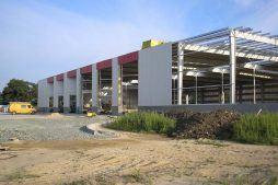hala w trakcie budowy - centrum logistyczne z budynkiem biurowym, dla Schavemaker, Kąty Wrocławskie