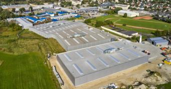 wybudowane dla Addit hale widziane z lotu ptaka - budowa pod klucz kompleksu hal, dla Addit, przez firme CoBouw Polska, w woj. mazowieckim, w Węgrowie