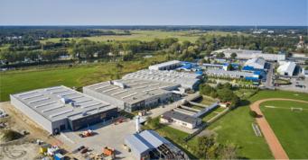 otoczenie zakładu produkcyjnego Addit widziane z lotu patka - realizacja inwestycji przemysłowej, dla branży metalowej, przez CoBouw Polska, w Węgrowie, wo.j mazowieckim