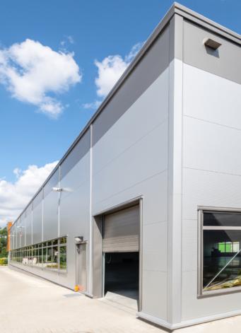 widok od strony zakładu produkcyjnego - hala produkcyjno-magazynowa z częścią socjalno-biurową i budynkiem biurowym, dla DreamPen, w Zielonej Górze, woj. lubuskie
