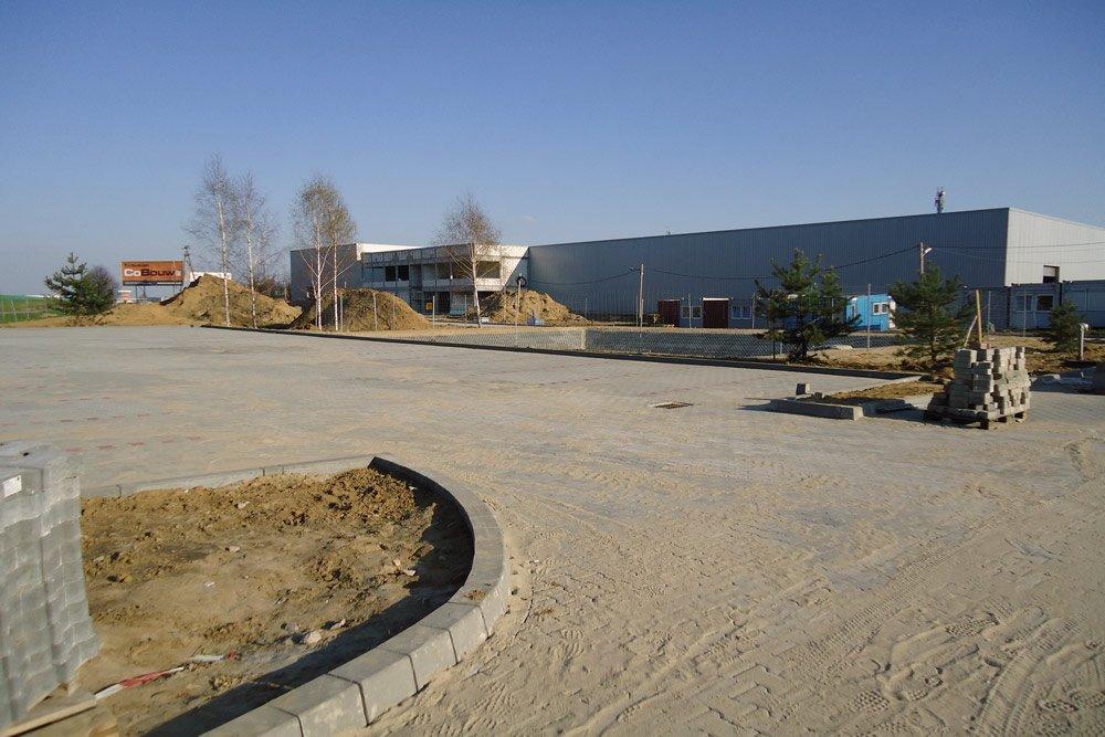 teren przed inwestycją - hala produkcyjna z budynkiem biurowym, dla Blyweert Aluminium, Czosnów, woj. mazowieckie
