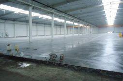 posadzka w hali - hala produkcyjna z budynkiem biurowym, dla Blyweert Aluminium, Czosnów, woj. mazowieckie