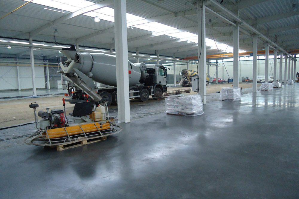 wylewka posadzki 2 - hala produkcyjna z budynkiem biurowym, dla Blyweert Aluminium, Czosnów, woj. mazowieckie