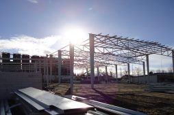 widok konstrukcji stalowej 1 - hala produkcyjno-magazynowa z częścią biurową, dla Ergis, Wąbrzeźno, woj. kujawsko-pomorskie