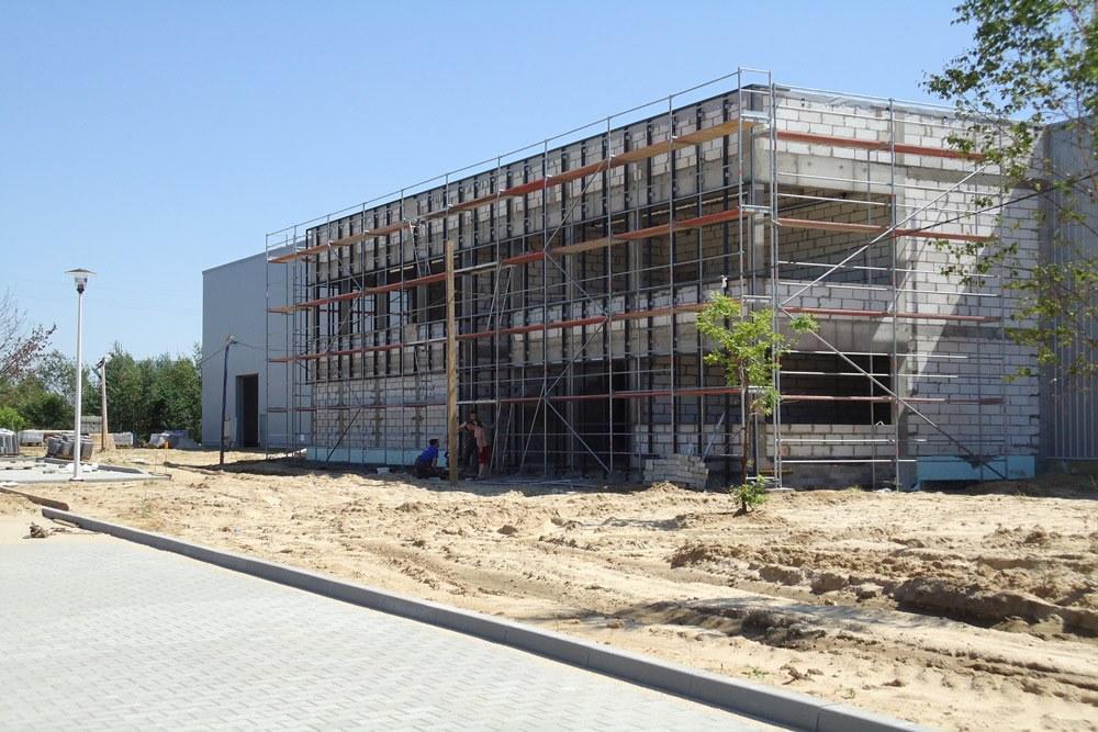 przygotowywanie elewacji pod montaż paneli - hala produkcyjna z budynkiem biurowym, dla Blyweert Aluminium, Czosnów