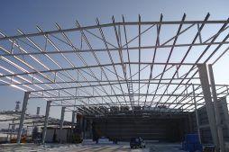widok konstrukcji stalowej - hala produkcyjno-magazynowa z częścią biurową, dla Ergis, Wąbrzeźno, woj. kujawsko-pomorskie