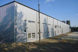 jedna z elewacji - hala produkcyjno-magazynowa z częścią biurową, dla Ergis, Wąbrzeźno, woj. kujawsko-pomorskie