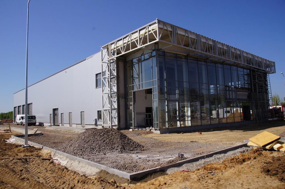 widok z frontu - budynek socjalno-biurowy, dla BB Investments, Łomna, woj. mazowieckie
