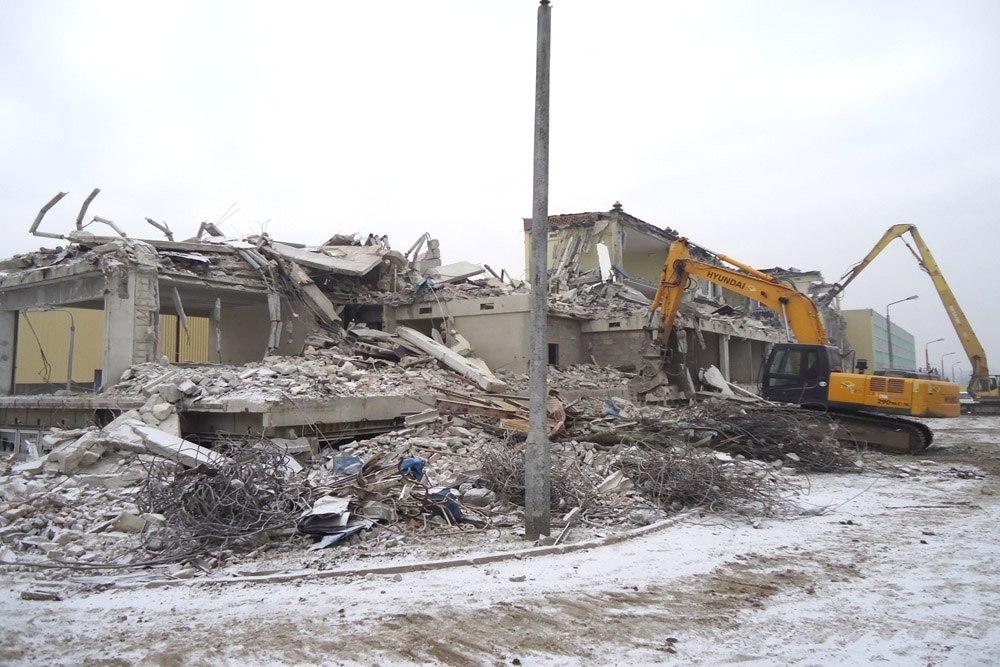 prace wyburzeniowe - hala produkcyjno-magazynowa, dla Hutchinson, Łódź, woj. łódzkie
