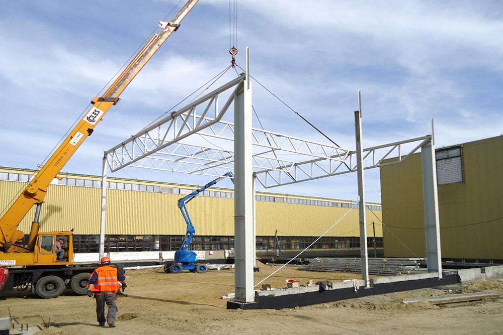 wznoszenie konstrukcji stalowej - hala produkcyjno-magazynowa, dla Hutchinson, Łódź, woj. łódzkie