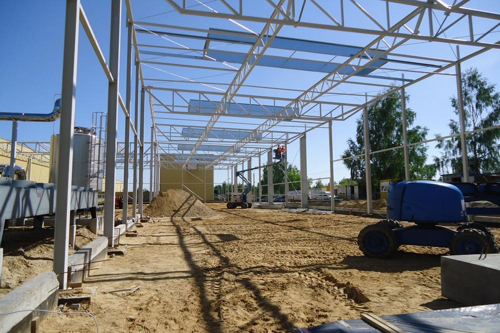 wznoszenie konstrukcji stalowej 1 - hala produkcyjno-magazynowa, dla Hutchinson, Łódź, woj. łódzkie