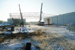 wznoszenie konstrukcji stalowej 1 - hala produkcyjna z zapleczem biurowym, dla Korona SA, Wieluń, woj. łódzkie