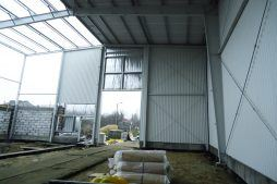 obudowa ścian z arkuszy blachy trapezowej - hala produkcyjna, dla Poleko, Nowy Dwór Mazowiecki