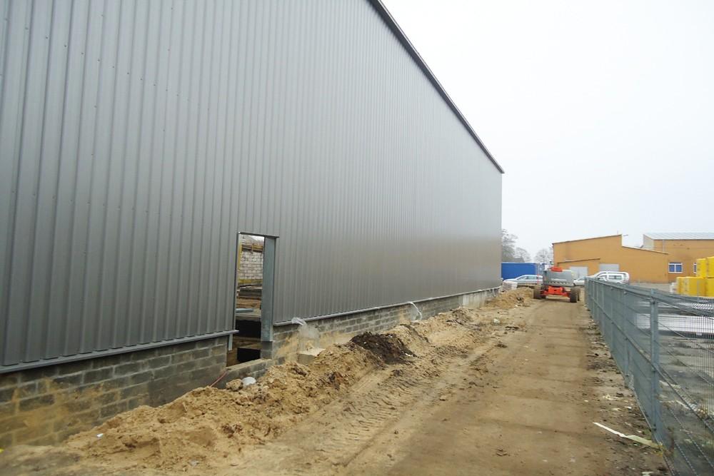 prace budowlane na placu przed halą - hala produkcyjna, dla Poleko, Nowy Dwór Mazowiecki