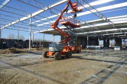 montaż elementó konstrukcji stalowej - hala produkcyjna z budynkiem biurowym, dla Uniservice, Skarbimierz